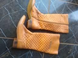 Vendo bota feminina em bom estado de conservação
