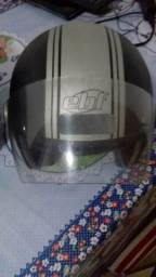 De barbada dois capacete