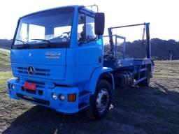 Caminhão com poliguindaste - 2000