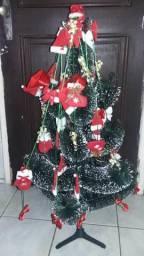 Árvore de Natal e acessórios