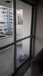 02 portas de alumínio e vidro