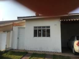Alugo casa condomínio fechado