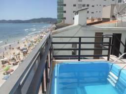 Cobertura com piscina de frente para a praia