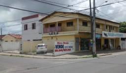 Dois prédios na rua principal em Mangabeira II