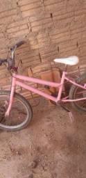 Vendo essa bicicleta infantil  falta só alguns  reparo nos freio