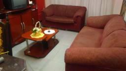 Estou vendendo sofá antigo de 2 lugares estrutura muito reforçado