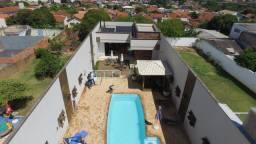 Linda casa com piscina na Vila Maria em Botucatu