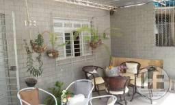 Casa com 2 pavimentos, 5 quartos (1 suíte) no bairro da tamarineira, Recife-PE.