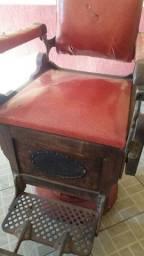 Cadeira de barbeiro antiga ano 20  para colecionado