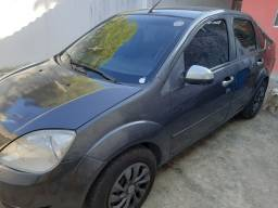 Vendo Ford Fiesta Sedan 1.0