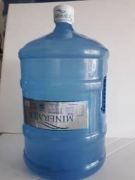 Promoção de Galão de alça 20 litros com água e tudo!