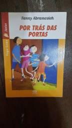 Livro Por trás das Portas