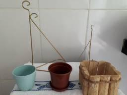 Urgente! Suporte e Vasos para plantas