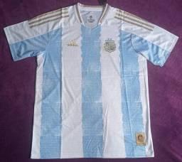 Camisa da Argentina especial Maradona (disponível: G e GG)