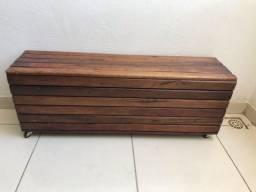 Móvel todo em madeira - estilo puff
