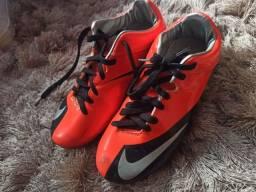 Chuteira Nike com Trava (Usada, mas em ótimo estado) - Pouso Alegre, MG