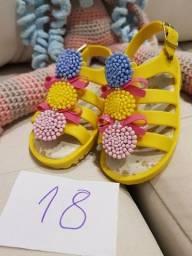 Sapatos... sandálias... tênis  infantis