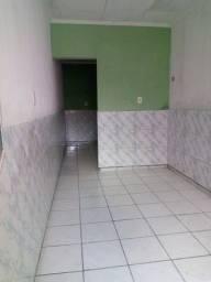 Alugo kitnet 2 cômodos com banheiro
