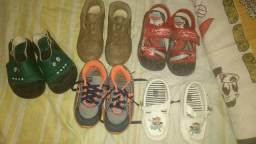 Sandálias e sapatinhos de menino