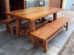Mesas em madeira de demolição