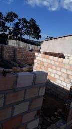 Terreno é casa semi construída