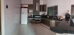 Casa 3Q, sendo 1 suite com closet, porcelanato, blindex e sistema de segurança completo