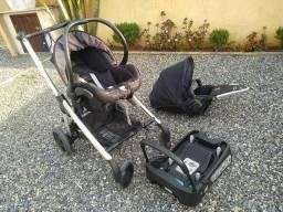 Carrinho com bebê conforto Elea