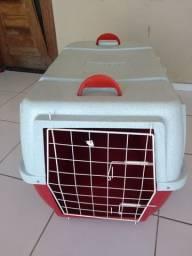 Caixa de transporte em avião para cachorros