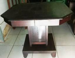Mesa de madeira maciça s/cadeiras. 90 X 90 cm + de 100 anos (toda restaurada)