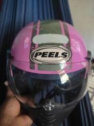 Vendo dois capacetes um rosa e outro preto e azul