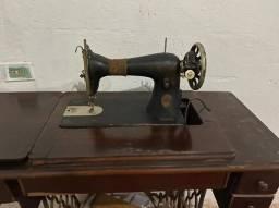 Vende Máquina de Costura ( Antiguidade)