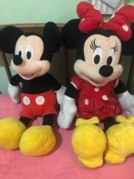 Bonecos de pelúcia da Minnie e do Mickey