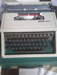 Maquina de escrever Olivetti Dora