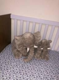 Elefantes de pelúcia