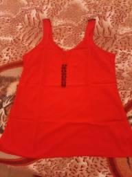 Blusa vermelha com detalhes preto G usada uma vez