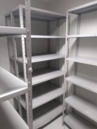 Instalação para loja (Balcão ,gôndolas e prateleiras de vidro). Muito barato.