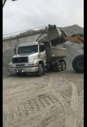 Caminhão caçamba basculante truck