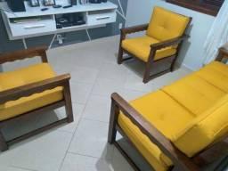 Lindo conjunto de sofá madeira maciça.