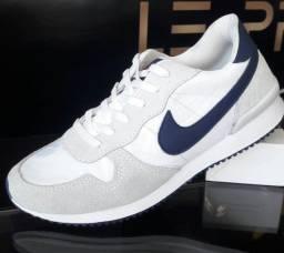 Tênis Masculino Nike Branco Gelo e Azul Marinho - novo