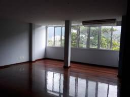 Vista livre, salão, 3 quartos, em frente ao Metro da Lagoa
