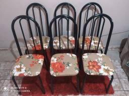 Vendo jogo de 6 cadeiras reformadas lindas