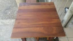 Mesa de madeira maciça  com 4 bancos