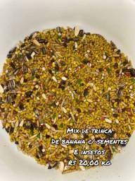 Mistura de trinca ferro banana sementes e insetos