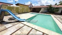 Ampla casa plana, com terreno de 712 m2, com piscina, nascente e rua super tranquila.