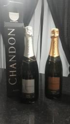 Duas garrafas de espumante CHANDON