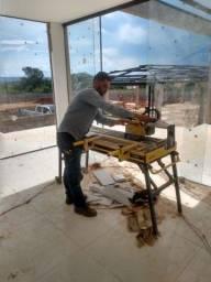 Pedreiro construtor azulejista