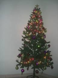 Arvóre de Natal e Enfeites