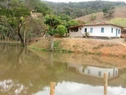 Chácara em Água Limpa, Área de 2,42 ha, casa, represa e curral. Valor: 250 mil
