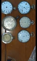 5 Relógios de bolso sendo um só a caixa em prata.