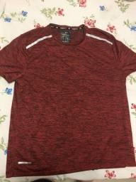 Vende-se camisa vermelha UV